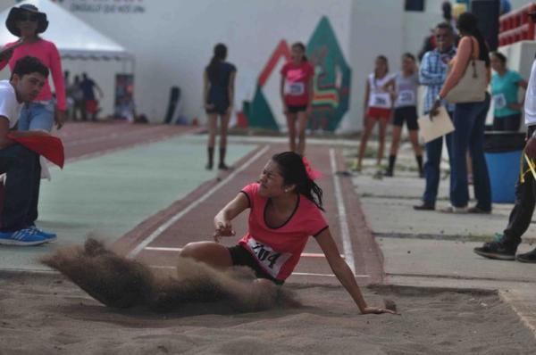 Comienza Estatal de Atletismo, deportistas buscaron clasificar a la ... - El Sol de Nayarit