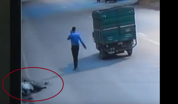 Muere atropellado por un camión, nadie hizo nada para ayudarlo