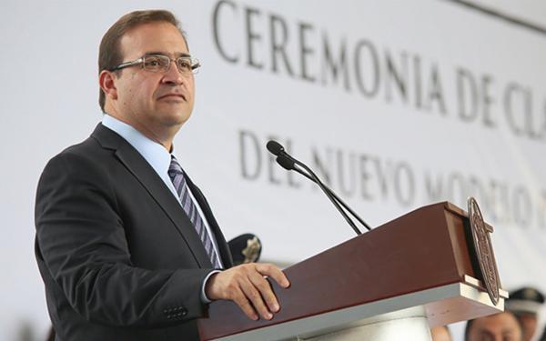Duarte se va para defender sus intereses, dice Yunes Linares