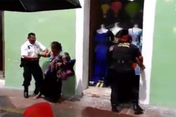 Policías de Campeche agreden a mujeres indígenas