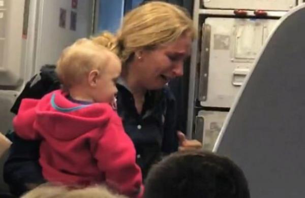 Empleado de American Airlines es suspendido por agredir a pasajera