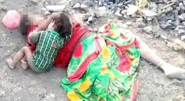Encuentran a niño tomando leche de su madre muerta — India