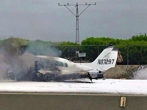 Avioneta se estrella en una carretera en California; dos lesionados