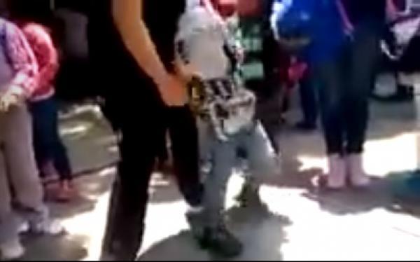 Exhiben a maestra maltratando a niño en curso de verano