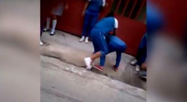 Adolescente se convulsiona luego de pelea con compañera