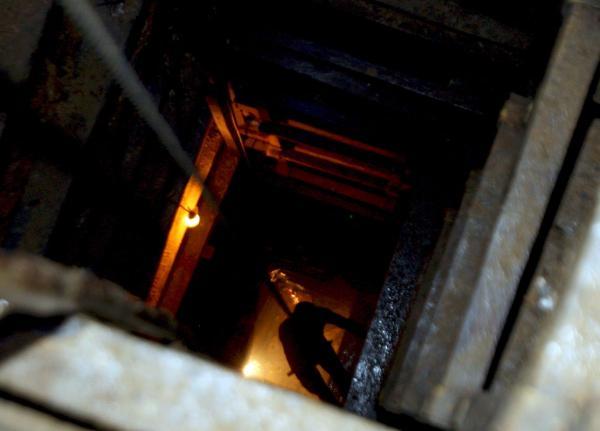 Unos 950 mineros quedan atrapados tras un corte de electricidad en Sudáfrica