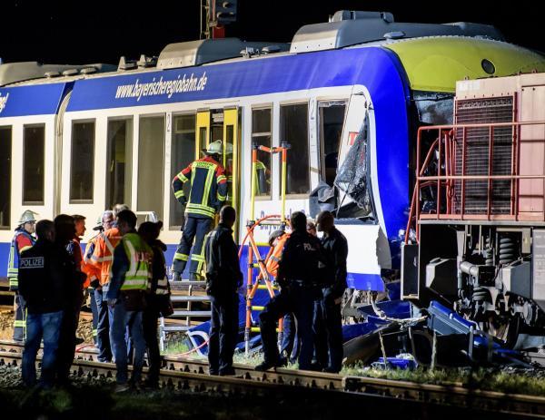 Dos muertos tras colisión de trenes en Alemania
