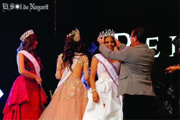 Joven wixárika gana concurso de belleza