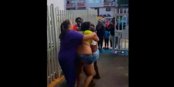 Resultado de imagen para mujeres disputandose un hombre